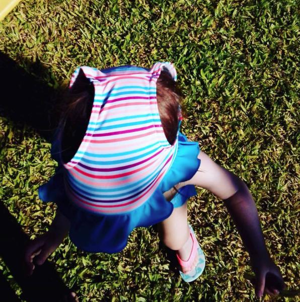 Aqui ela já tinha as fraldas, mas como a avó não sabia do chapéu, resolveu de outro modo...