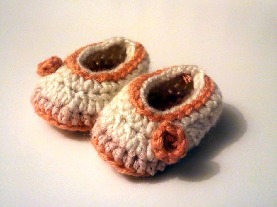 sapatos bebé em crochet