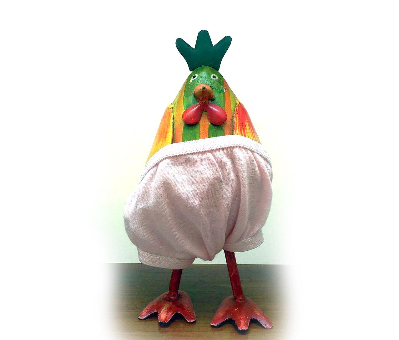 boneco galinha com cuecas